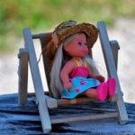 Кукла загорает